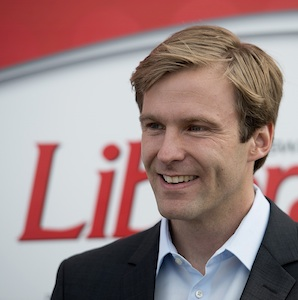 New Brunswick Liberal leader Brian Gallant addresses supporters as he campaigns in Caraquet, N.B. on Sunday, Sept. 21, 2014. The provincial election is on Monday. THE CANADIAN PRESS/Andrew Vaughan