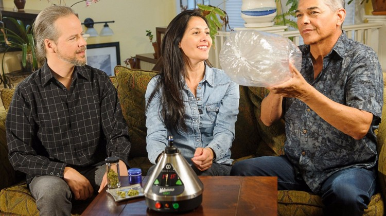 group-vaporizing-marijuana_3904-750x420